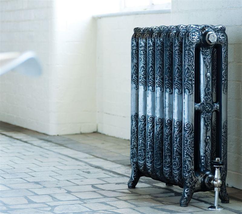 Чугунные радиаторы отопления в интерьере фото